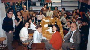 Ramon Parés a una celebració nadalenca al Departament de Microbiologia. 1985.