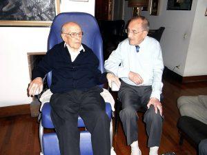 El Dr. Puigcerver amb el Dr. Vidal i Llenas.