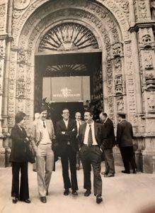 1963 M. Guilemany, J. Vaquer, XX, i R. Mallol al Coloquio de Geometría Diferencial celebrat a Santiago de Compostel·la. Arxiu: Familia J. Vaquer.- M .Guilemany