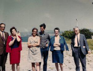 1968 J. Augé, P. Lidón, M. Guilemany, J. Vaquer, F. Sales i la seva esposa a la Reunión Anual de Matemáticos Españoles (RAME) celebrada a Granada. Arxiu: Familia J. Vaquer.- M .Guilemany