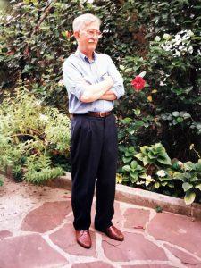 1998 J. Vaquer al jardí de casa seva. Arxiu: Familia J. Vaquer.- M .Guilemany