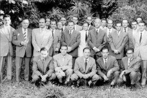Probablement un curs de biologia marina (abans de 1965, probablement a meitat de la dècada de 1950). El Dr. Bas és el tercer de la dreta.