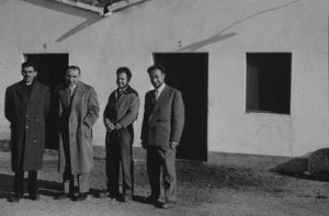 A l'esquerra el Dr. Carles Bas (probablement a meitat de la dècada de 1950).